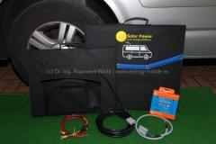 Solartaschen mit Zubehör. Das Anschlusskabel wird in der Tasche an der Rückseite verstaut