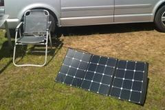Solartasche 120Wp in der Sonne aufgestellt.